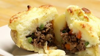 Shepherd's Pie (Cottage Pie) Stuffed Potatoes