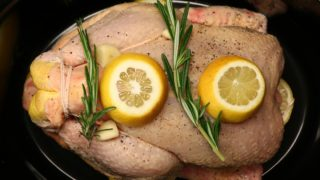 Slow Cooker Lemon And Garlic Chicken